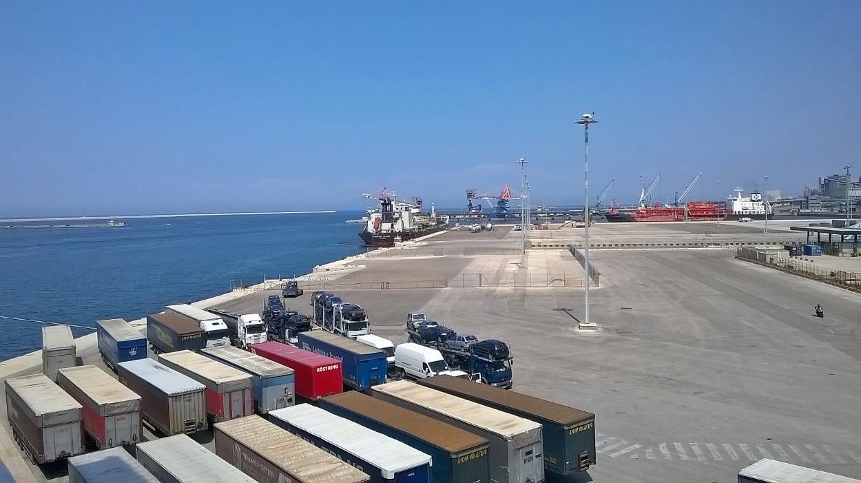 Am Fährhafen Brindisi