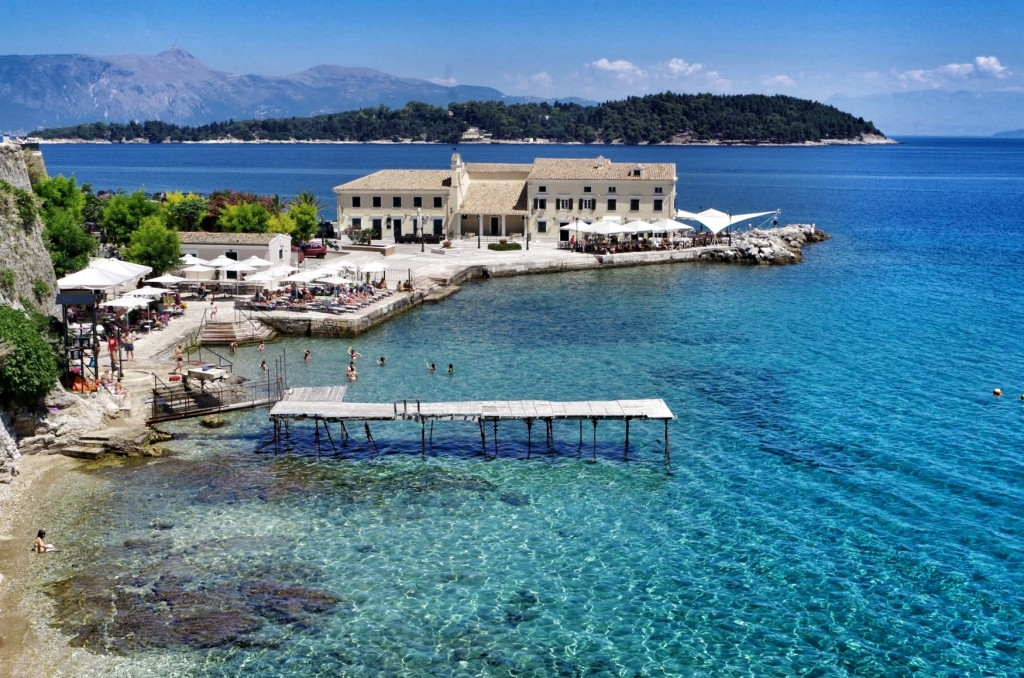Baden bei Faliraki in Korfu Stadt