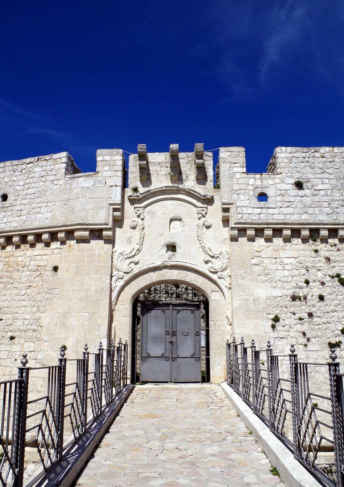 Eingang Kastell Monte Sant'Angelo