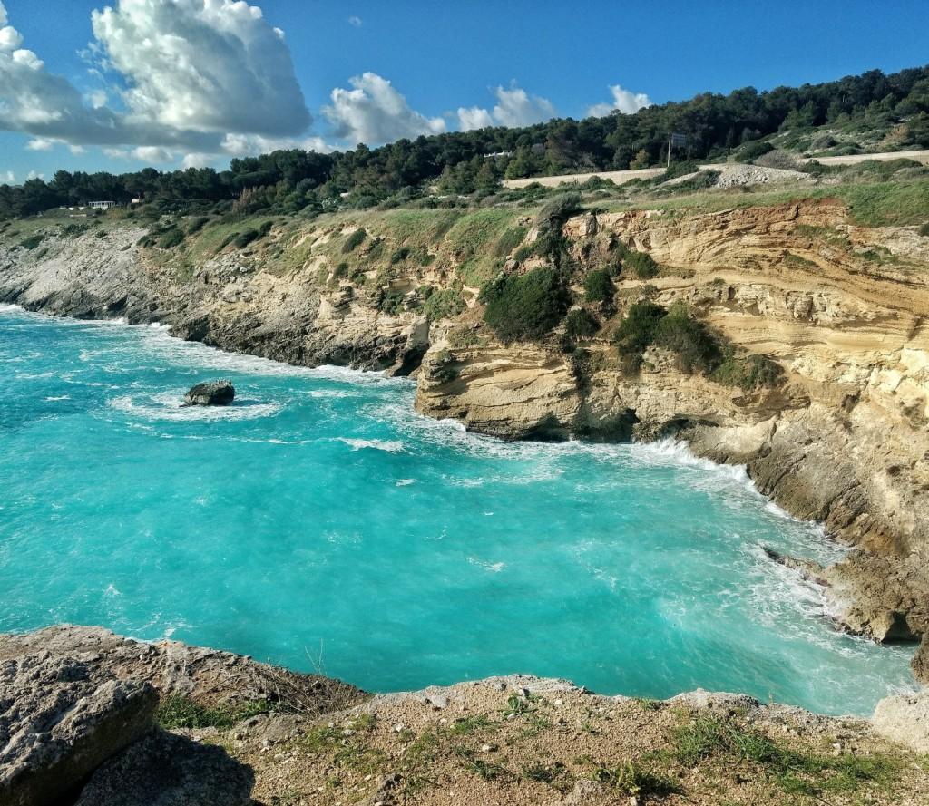 Die Bucht von Porto Miggiano (Santa Cesarea Terme, Apulien) nach dem Sturm