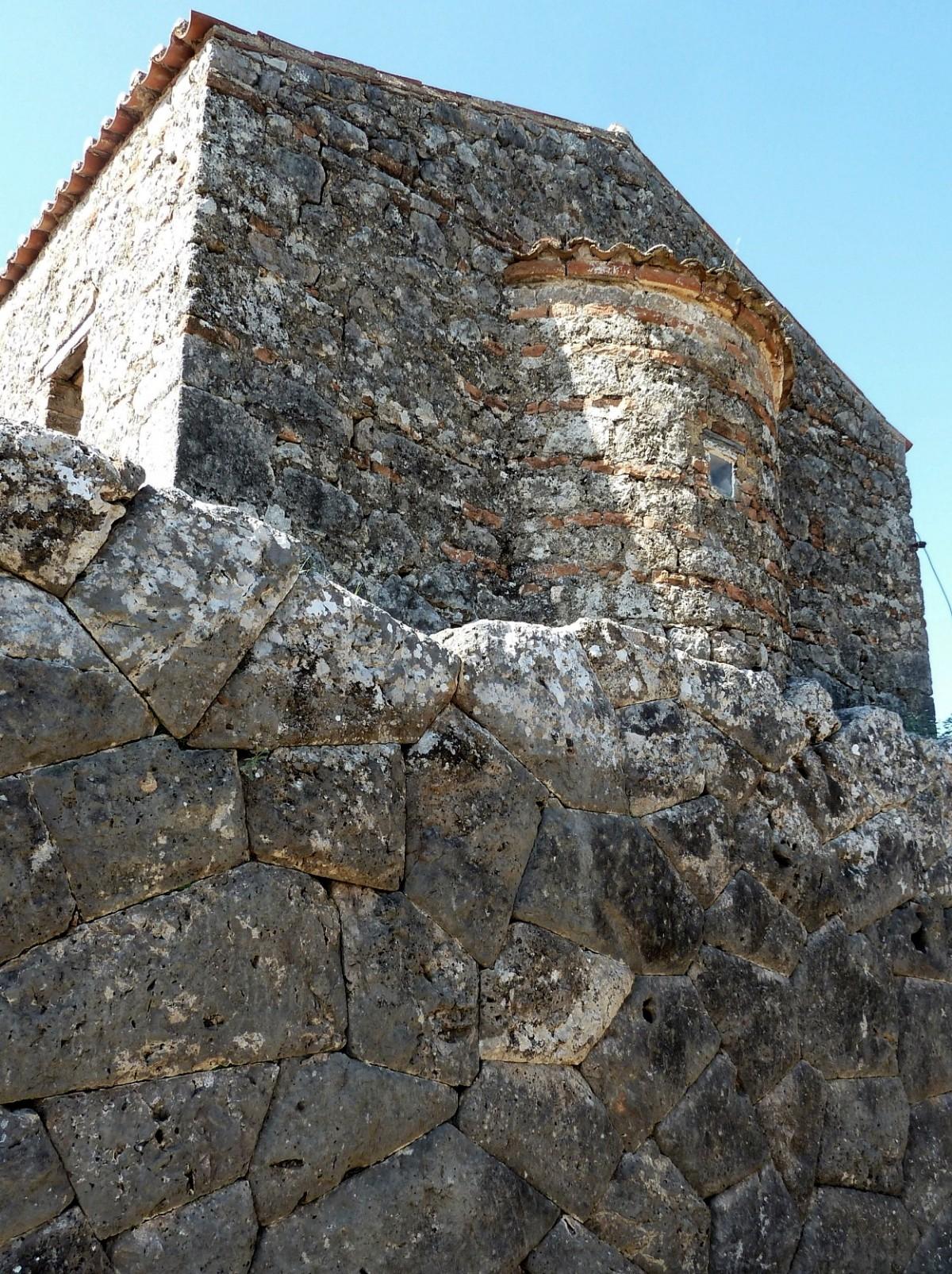 Mauerwerk Totenorakel